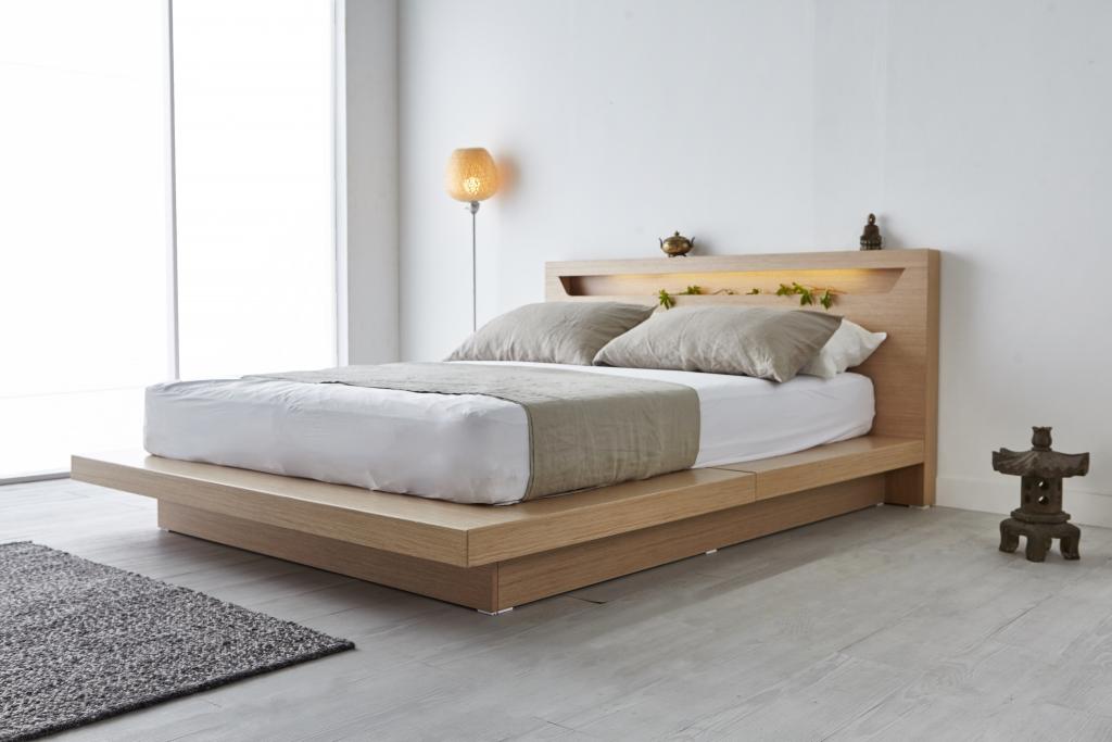 シンプルなベッド