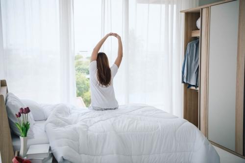 短時間睡眠とは?メリット・デメリット、スッキリと目覚めるコツを紹介