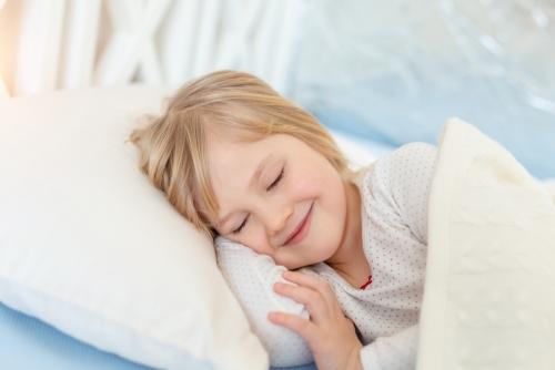 枕の種類は豊富!高さ・硬さ・素材、自分に合ったものを選ぶコツは?