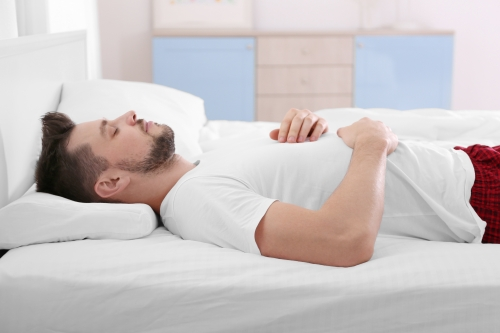 低反発マットレスは身体が包み込まれる感覚が魅力。特徴、注意点、おすすめ商品まとめ
