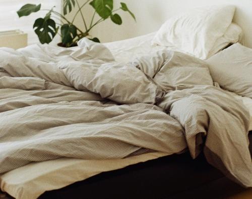 羽毛布団の寿命はどれくらい?布団を長持ちさせるための方法
