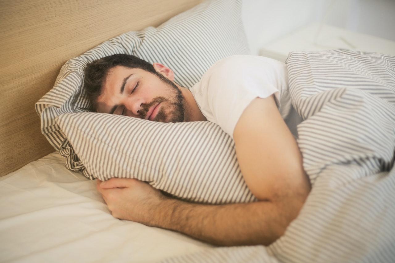 横向き 寝返り 枕