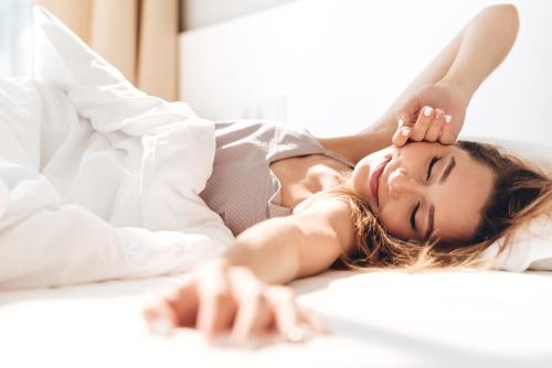 【硬めor柔らかめ】どちらのマットレスが自分に合う?腰痛の原因や選び方