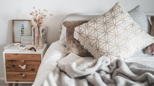 毎朝すっきり目覚めたい人におすすめの枕17選!選び方・買い替えの目安もご紹介